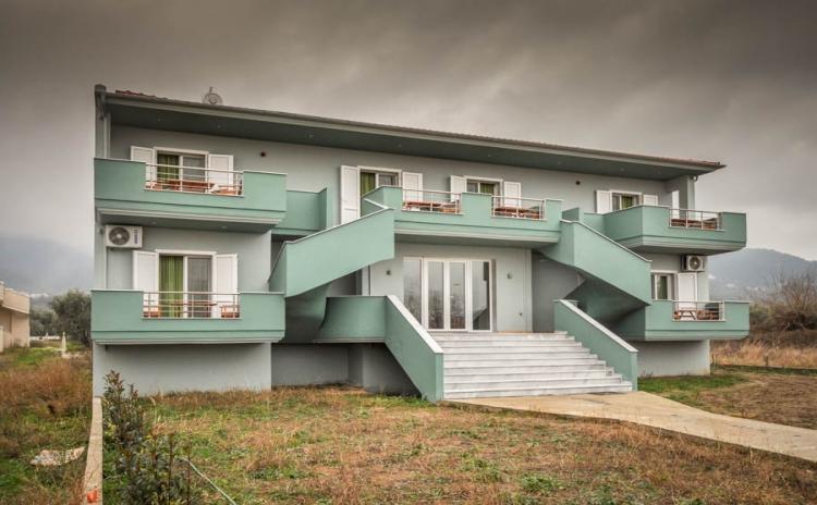 Studios & Apartments Zeus